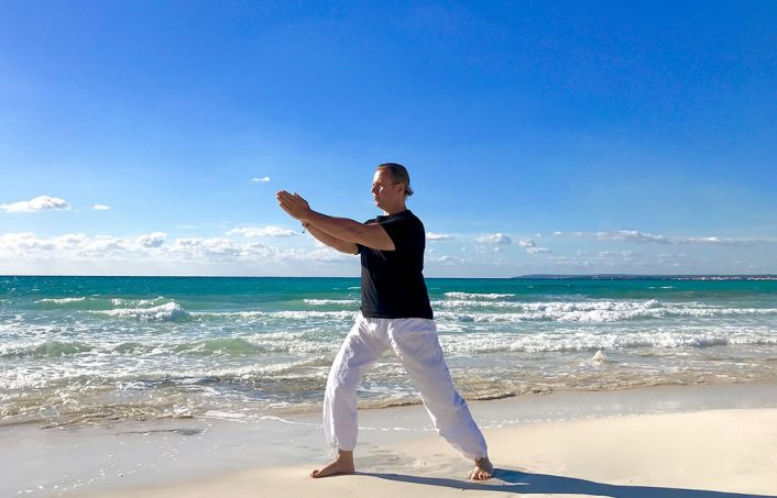 Wave Tai Chi am Meer